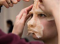 Lateksowe maski - przygotowanie do egzaminu zcharakteryzacji. Fot. Anita Kot